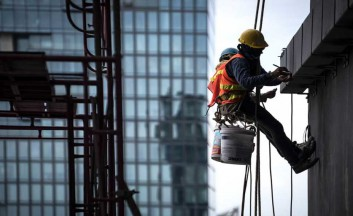 construction-worker-wearing-safety-harness-and-safety-line-working-at-high-place-1024x512